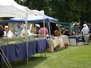 Outdoor Antiques Show May 28 @ Madison CT Town Green